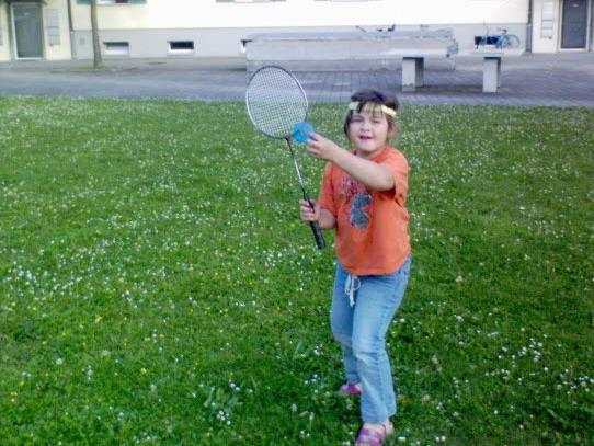 Janice beim Federballspiel