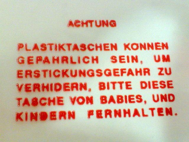 Sicherheitshinweis auf einer Plastiktüte entdeckt.