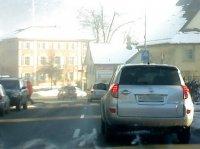 Leider nicht genau zu erkennen: Vor mir der Sonntagsfahrer, davor der Fahrschüler mit L-Schild und davor der Sonntagsfahrer mit 45 km/h Bschränkung. Die Härte pur!