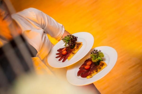 Die Gastronomie ist ein hartes Pflaster. Schnell wird geurteilt und es «menschelt» stets.... / Symbolbild © foto-huwi.ch